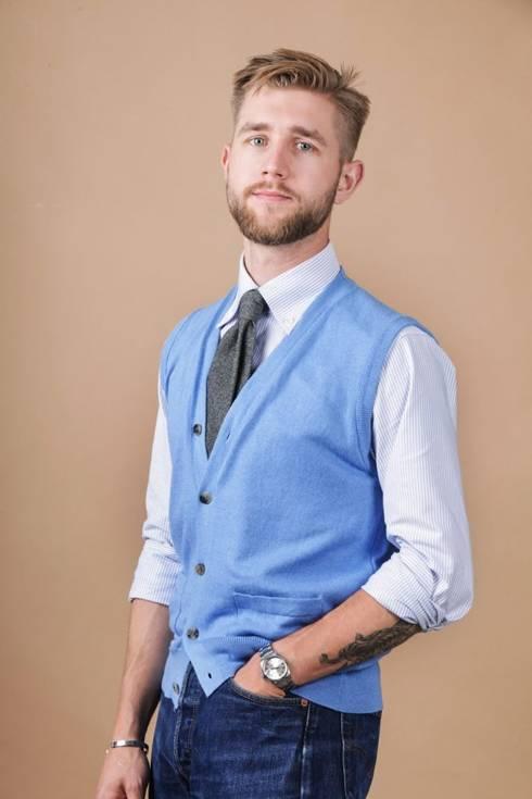 Cotton and cashmere light blue sleeveless cardigan