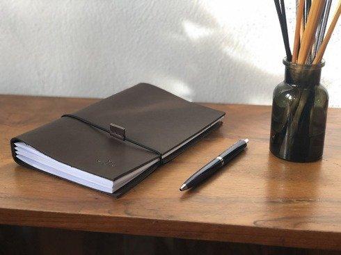 Notes w skórzanej brązowej oprawie z wymiennymi wkładami