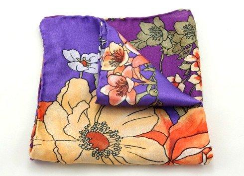 delikatne kwiaty w intensywnych kolorach