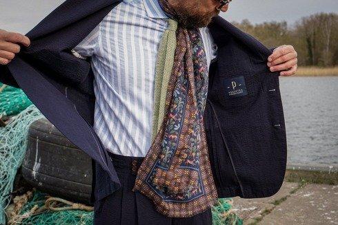 granatowy drukowany szal z wełny muślinowej z jedwabiem