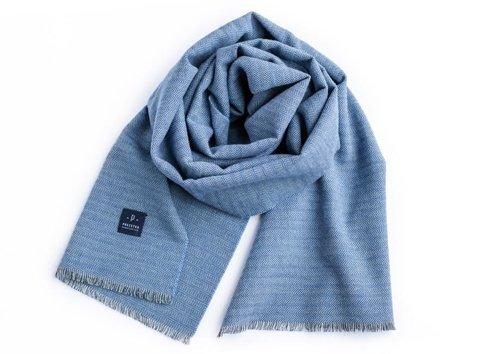 błękitny szal wełniano-bawełniany w jodełkę