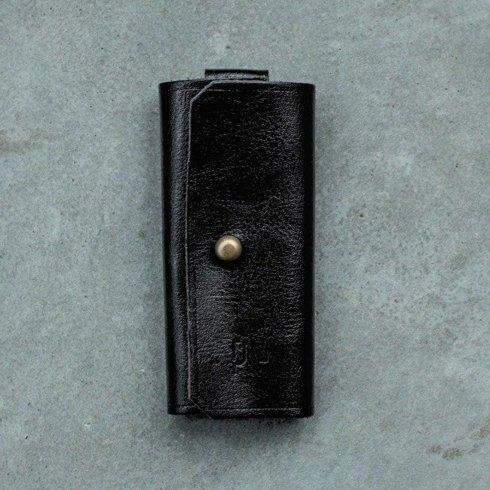 Czarne etui na klucze